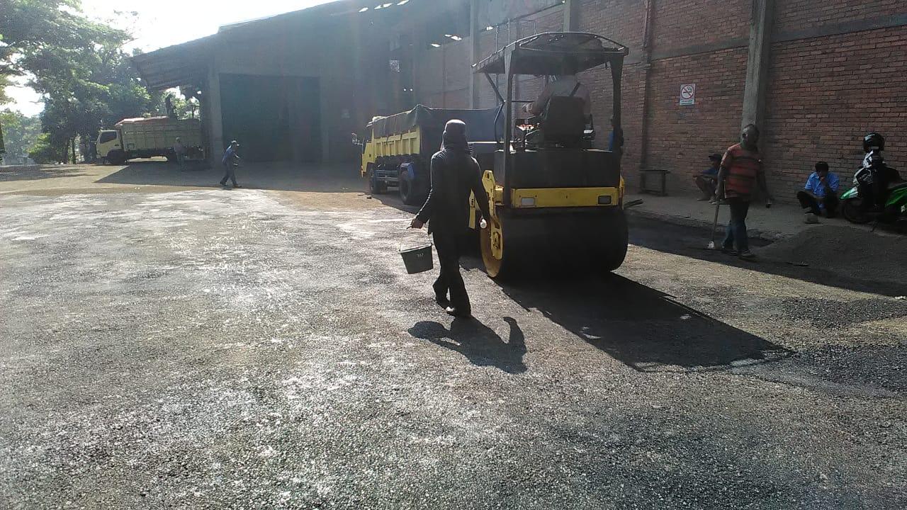 pengaspalan aspal hotmix murah bandung Pengaspalan halaman pergudangan/pabrik di bandung